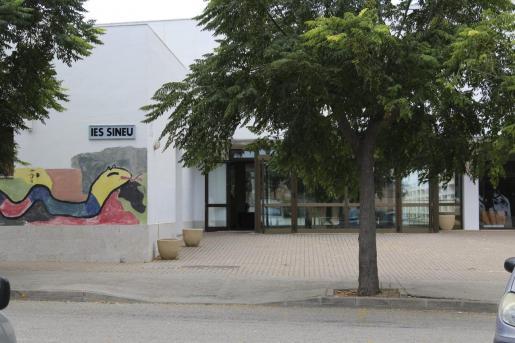 La Fiscalía pide una condena de tres años de cárcel para el hombre que robó siete tablets y dos altavoces en el instituto del municipio.