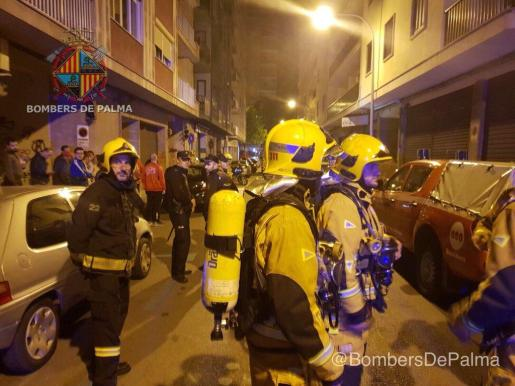 Bombers de Palma, Policía Nacional, Policía Local y SAMU-061 auxiliaron a los intoxicados.