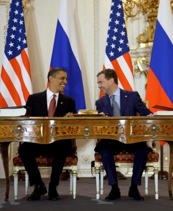 Los presidentes de EEUU y de Rusia, muy sonrientes, dieron muestras de distensión. g Foto: DMITRY ASTAKHOV/EFE