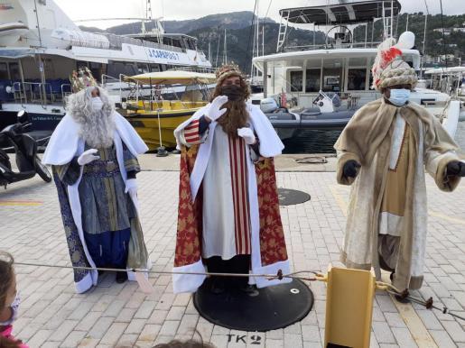 Los Reyes Magos a su llegada al Port de Sóller.