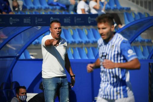 Jordi Roger, entrenador del Atlètic Baleares, durante un reciente partido de su equipo en el Estadi Balear.