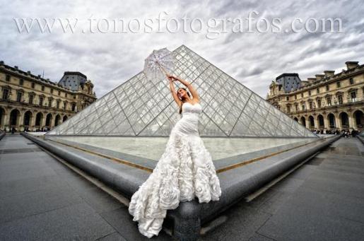 Imagen captada en París por los profesionales de Tonos Fotógrafos para sus clientes preferidos: los novios.