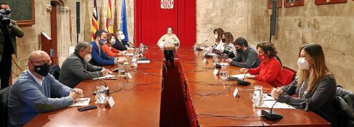 Govern, patronales y sindicatos se reunieron en el Consolat.