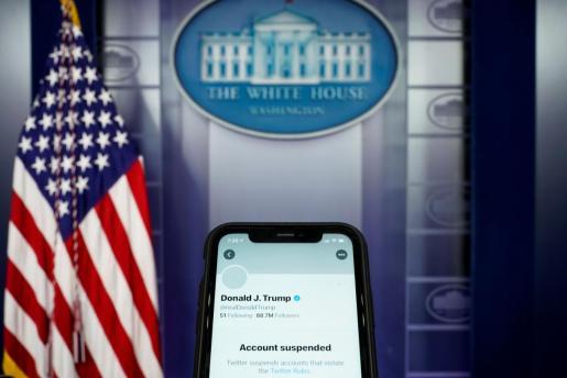Twitter suspende permanentemente la cuenta de Trump.