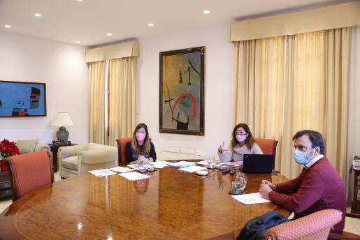 La consellera de Salut y la presidenta del Govern se han reunido este domingo con el presidente de la Felib y alcaldes de Mallorca.