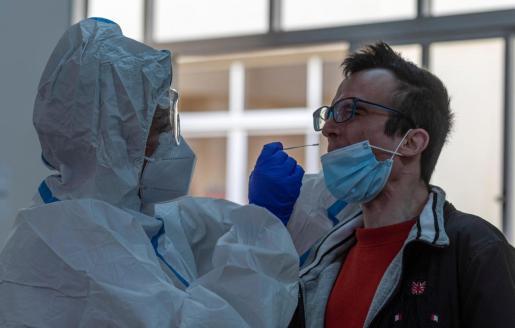 Cribado masivo con test de antígenos puesto en marcha por el Govern en la zona básica de salud de Son Serra.