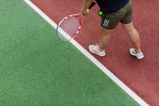Las actividades deportivas que no sean de contacto y se realicen al aire libre sí están permitidas entre no convivientes.
