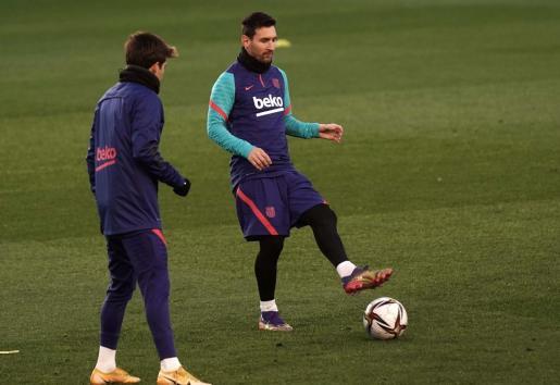 El delantero argentino del Barcelona Lionel Messi durante el entrenamiento del equipo en la víspera del partido ante la Real Sociedad correspondiente a la semifinal de la Supercopa.
