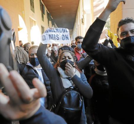 La manifestación espontánea que congregó a 4.000 personas ha provocado preocupación en los socios del Govern.