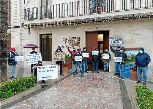 Los agentes se manifestaron ante el alcalde hace unos días.