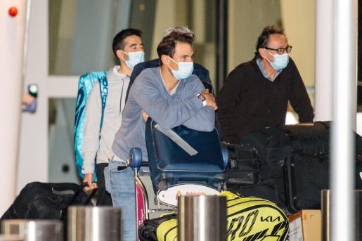 Imagen de Rafael Nadal a su llegada al aeropuerto australiano de Adelaida.