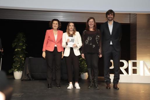 La consellera d'Afers Socials i Esports, Fina Santiago, la gimnasta Cintia Rodríguez, la presidenta del Govern, Francina Armengol, y el director general d'Esports, Carles Gonyalons.