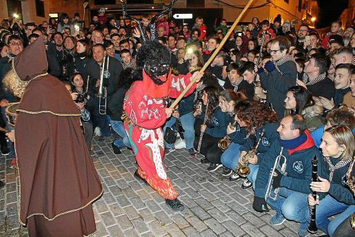 Los 'serverins' se entregan a los diferentes actos de celebración de Sant Antoni.