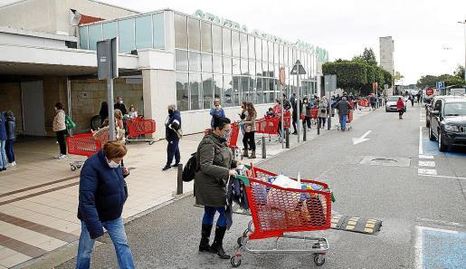 Palma  cierre centros comerciales - alcampo colas foto Miquel A Cañellas Canellas