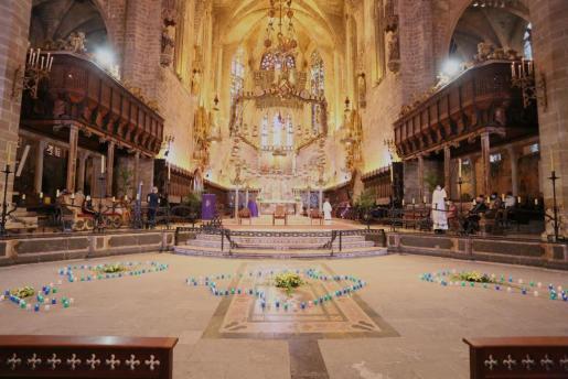 Imagen de archivo de la misa celebrada en la Seu en memoria de los fallecidos por la COVID-19.