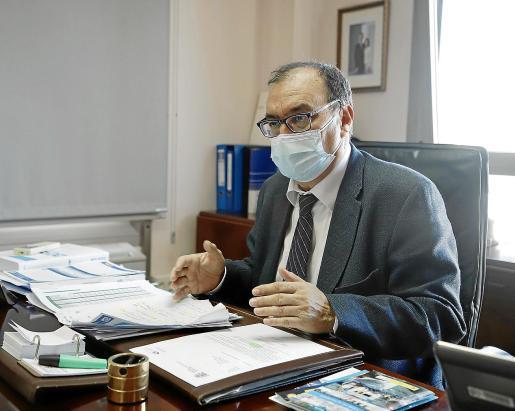 José María González quiso dar ejemplo y no se quitó la mascarilla para las fotos de esta entrevista.