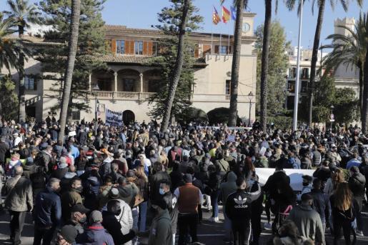 Imagen de la concentración del pasado martes frente al Consolat.
