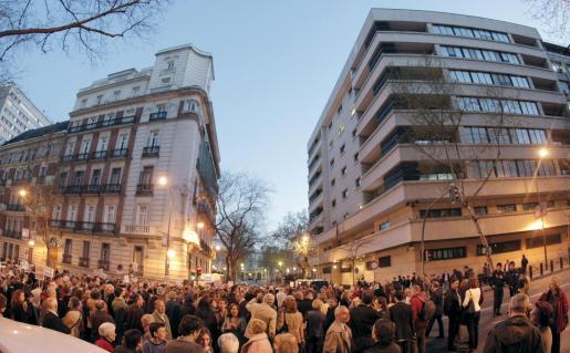 Por tercer día consecutivo, ayer cientos de personas se volvieron a concentrar en apoyo del juez Garzón frente a la Audiencia Nacional.