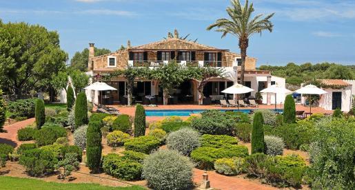 El hotel rural se sitúa entre Cala Turqueta y Macarella. Instalarán placas fotovoltaicas para autogenerar el 60% del consumo energético.