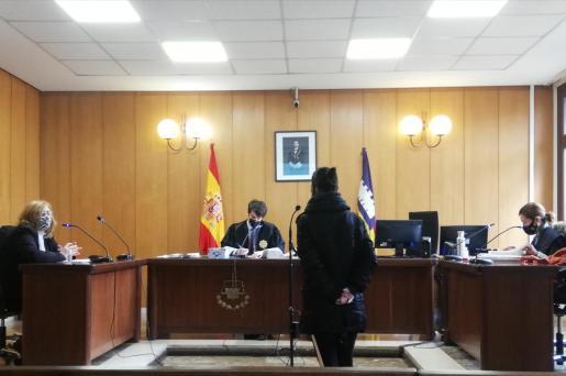 La procesada, en una sala de lo Penal de Vía Alemania de Palma.