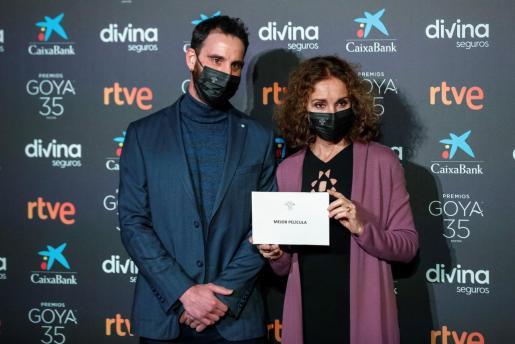 La actriz y cantante Ana Belén, Goya de Honor 2017, y el actor Dani Rovira, que presentó los Goya en tres ediciones consecutivas (2015 a 2017), durante el anuncio este lunes en la sede de la Academia de Cine la lista de nominados a la 35 edición de los Premios Goya.