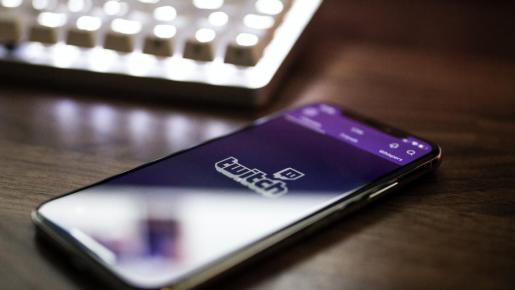 La plataforma de contenido en directo, nacida para retransmitir partidas de videojuegos se abre un hueco en el mercado audiovisual impulsada por figuras como Ibai Llanos.