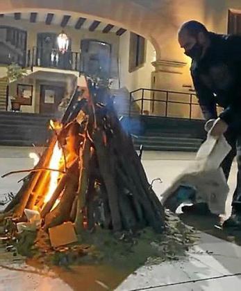 El encendido del fogueró en Sóller se difundió por las redes.
