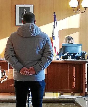 El procesado, este lunes, en una sala de lo Penal de Vía Alemania.
