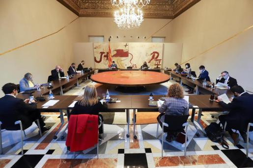 Aspecto de la reunión semanal del gobierno de la Generalitat en funciones, que se ha celebrado este martes, pocas horas antes de que el Tribunal Superior de Justicia de Cataluña haya acordado suspender el decreto del Govern del pasado viernes que aplazaba las elecciones autonómicas catalanas del 14F para convocarlas el próximo 30 de mayo.