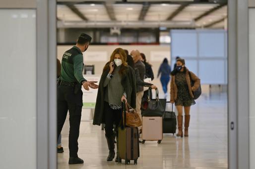 Los viajeros podrían volar libremente por Europa sin necesidad de hacerse pruebas PCR.