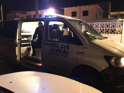 La Policía Local de Alcúdia sorprendió al hombre en la carretera de Artà a las 23.30 horas.