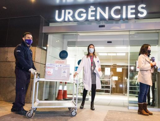 """El Gobierno ha suscrito con Andorra un convenio para la reventa de 30.000 dosis de la vacuna anticovd-19 que, según el ministro de Sanidad, Salvador Illa, responde a """"un ejercicio de responsabilidad y solidaridad"""" con pequeños países que no pueden firmar contratos con las farmacéuticas."""