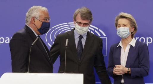 Los líderes europeos debaten acelerar la vacunación entre amagos de cerrar fronteras.
