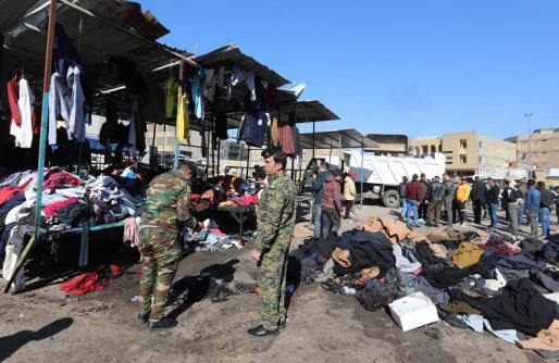 Dos terroristas suicidas explotaron en un mercado popular de ropa usada en la plaza Al Tayaran.