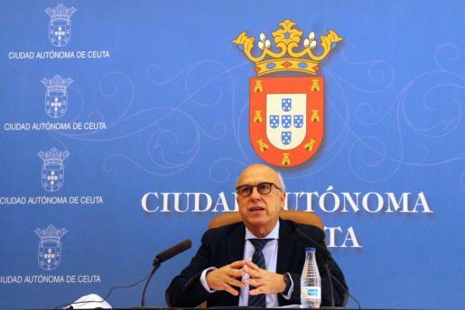 El consejero de Sanidad de Ceuta, Javier Guerrero, durante una comparecencia este jueves en Ceuta.