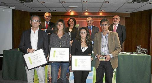 Los galardonados: José María Campuzano, Cati Reus, Olga Treviño y Alberto Felani. Detrás: Salvador del Rey, Lourdes Cardona, Josep Oliver y Pedro Montero.