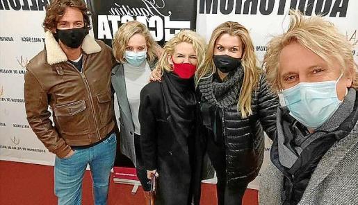 Lucila Siquier y sus amigos no faltaron al espectáculo de 'El Casta'.