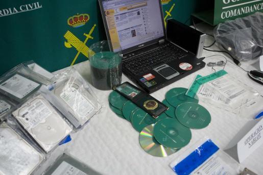 Imagen de archivo de una operación de la Guardia Civil contra la pornografía infantil.