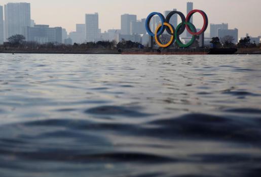 Los anillos olímpicos, este viernes en la Bahía de Tokio.