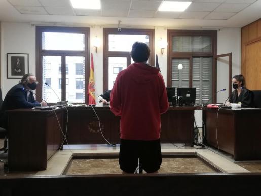 El acusado, este viernes, en una sala de lo Penal de Vía Alemania.
