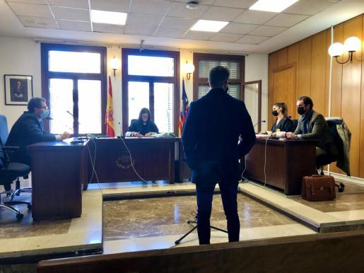 El acusado, en el juicio celebrado la mañana de este viernes en Vía Alemania, Palma.