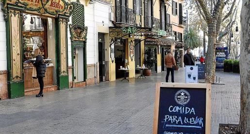 Los bares y restaurantes están cerrados estos días, salvo para comidas y bebidas para llevar o a domicilio.