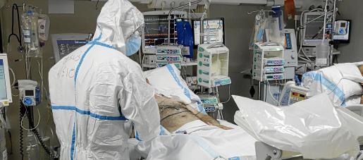 En la actualidad 123 personas están ingresadas en una unidad de críticos de los hospitales de las Islas.
