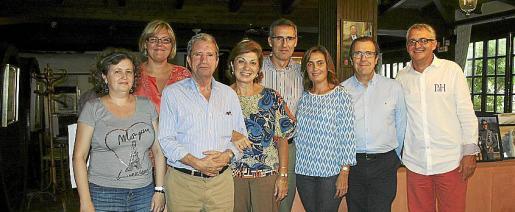 Isabel Pou, Marga Izcue, Bienve López, María Jesús Jiménez, Quique Izcue, Marga Alzanillas, Segismundo Morey y Miguel Sagreras.