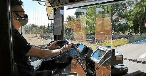 Imagen de uno de los nuevos autobuses, con los equipos embarcados que se instalarán también en los viejos.