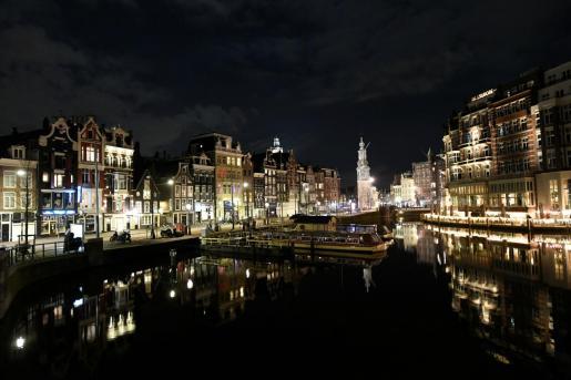 Vista general de Amsterdam la primera noche del toque de queda.