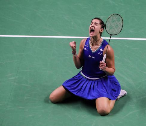 La española Carolina Marín celebra el título en Bangkok.