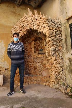 Bernat Font, archivero, tiene en sus manos la conservación de todo el patrimonio del edificio de Ca ses Monges que proyecta su modernización.