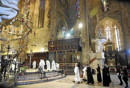 Representantes de las confesiones hacen su aparición en la Seu.