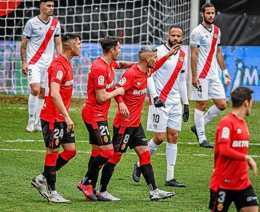 El Mallorca facturó en casa del Rayo Vallecano su triunfo más cómodo hasta la fecha como forastero. Liquidaba al conjunto madrileño en menos de veinte minutos y recuperaba las buenas sensaciones cuatro partidos después